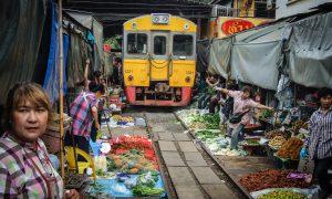 Maeklong – Thai market for adrenaline rush seekers